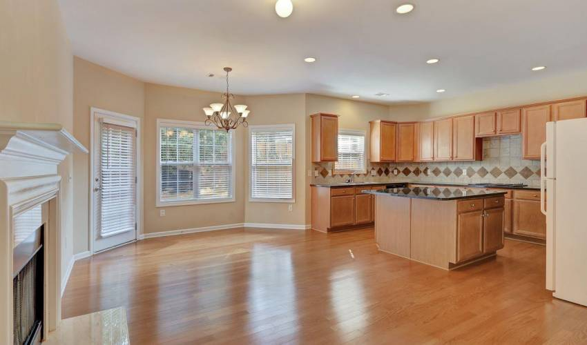 Picture 8 of 5 Springhead Way