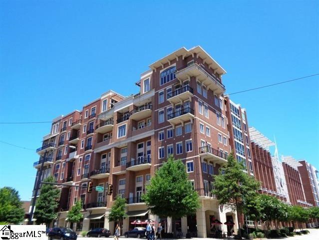 Picture 2 of 111 E Mcbee Avenue
