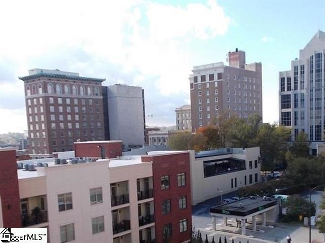 Picture 20 of 111 E Mcbee Avenue