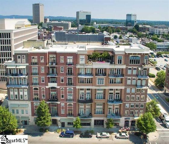 Picture 4 of 111 E Mcbee Avenue