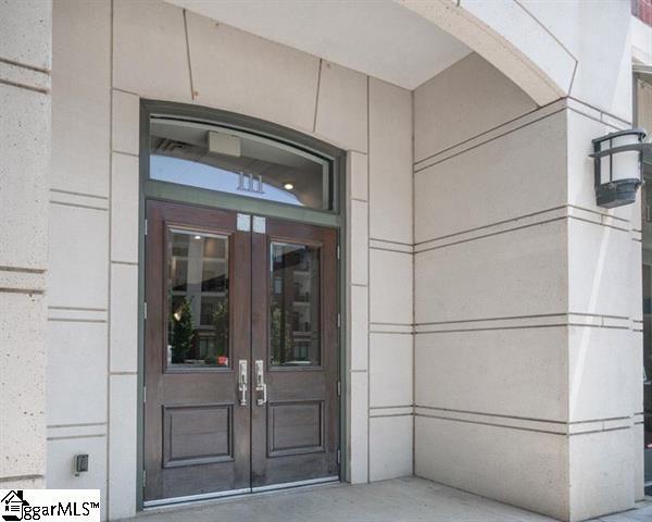 Picture 6 of 111 E Mcbee Avenue