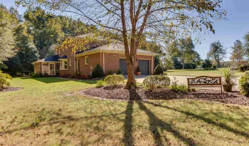 Picture 26 of 226 Oak Meadow Drive