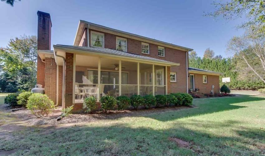 Picture 27 of 226 Oak Meadow Drive