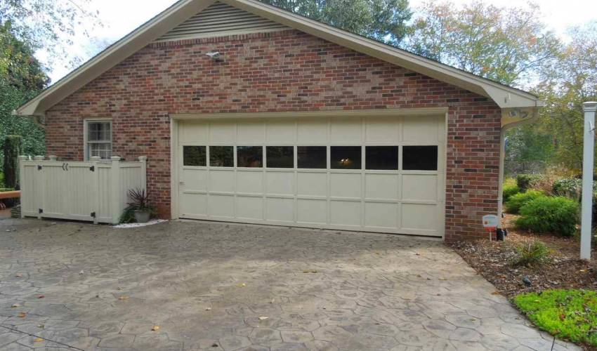 Picture 2 of 205 Honey Horn Drive