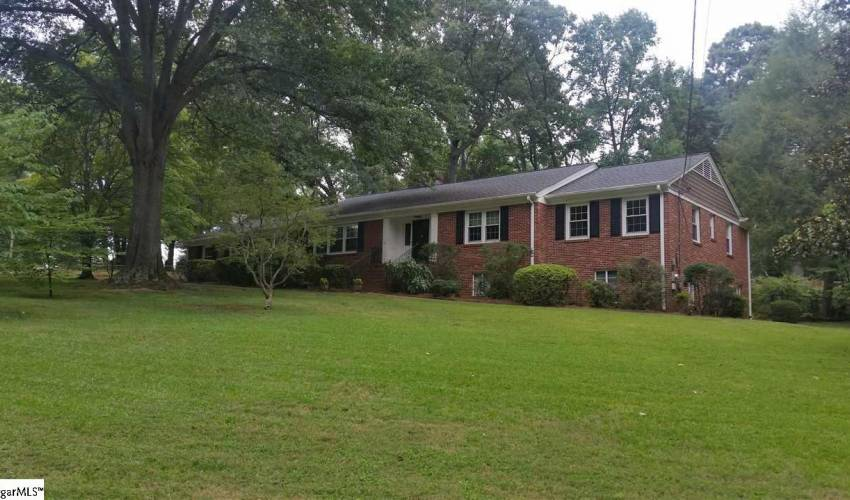Picture 2 of 205 Sweetbriar Road