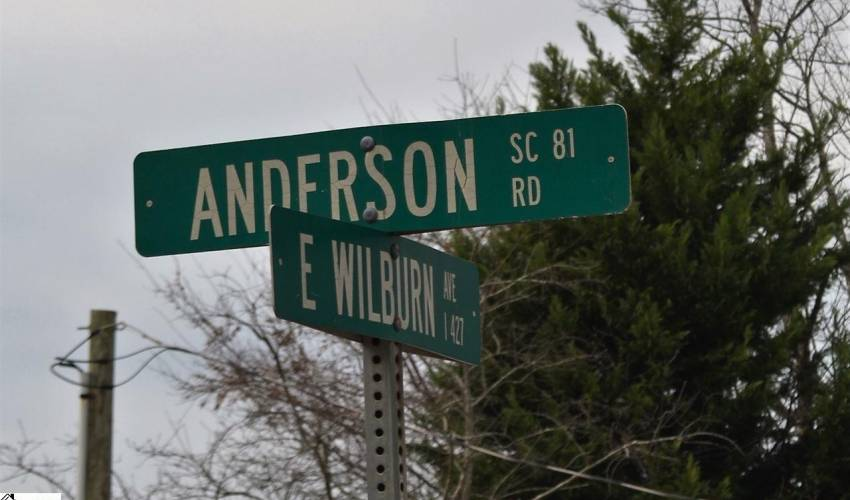 Picture 35 of 2009 Anderson Road