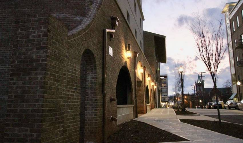 Picture 25 of 121 Rhett Street