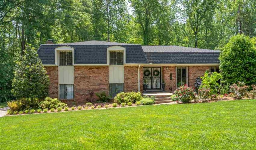Picture 2 of 5140 Maplewood Drive
