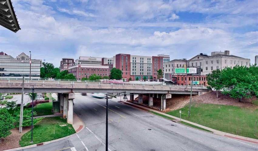 Picture 5 of 400 E Mcbee Avenue