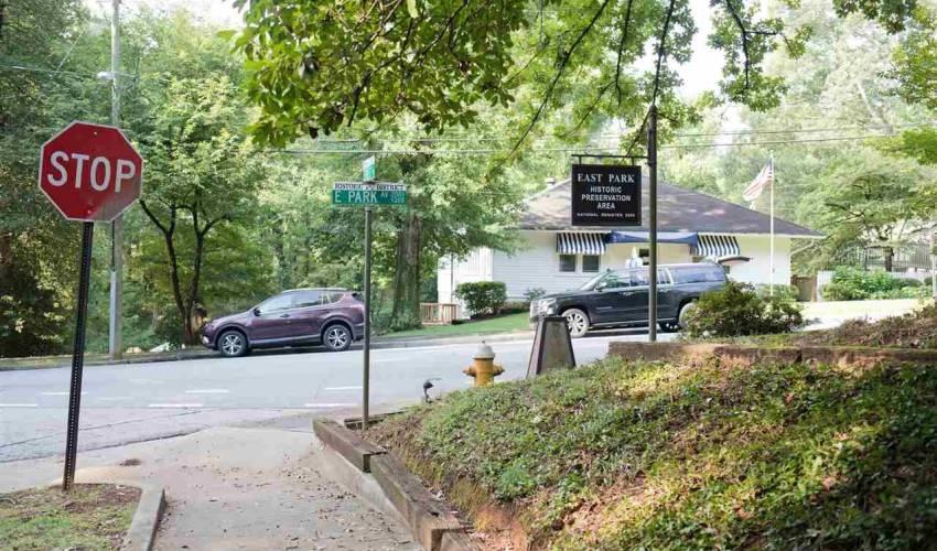 Picture 2 of 231 E Park Avenue