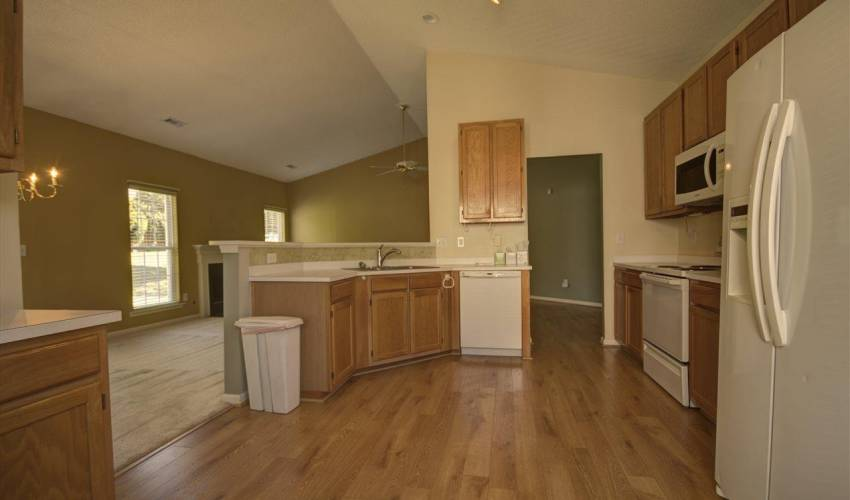 Picture 3 of 122 Lantana Court