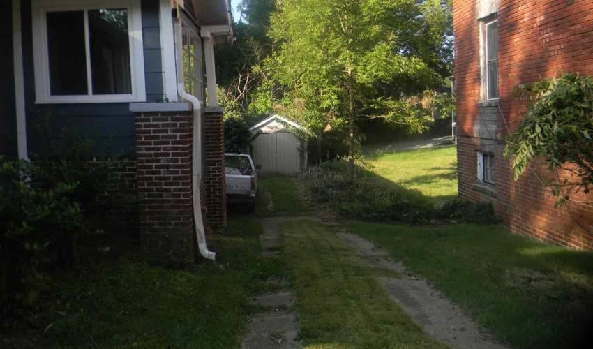 Picture 2 of 607 Hampton Avenue