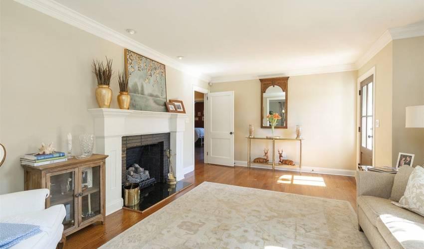 Picture 6 of 405 Longview Terrace