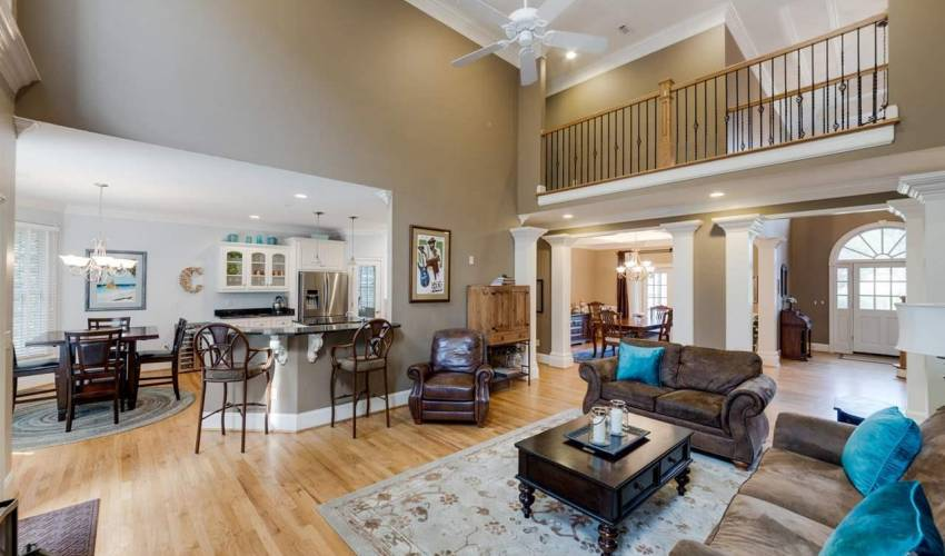 Picture 7 of 22 Riverbanks Court