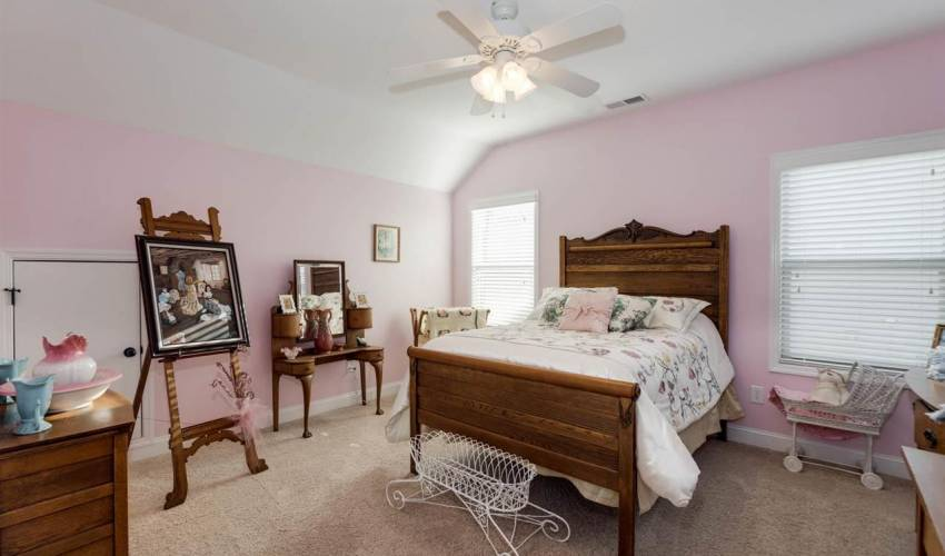 Picture 23 of 10 Knotty Pine Court