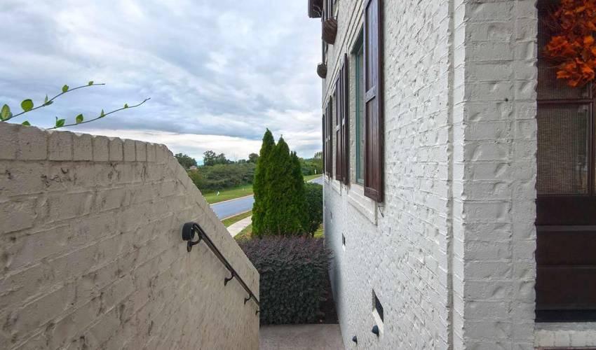 Picture 3 of 217 Arezzo Drive