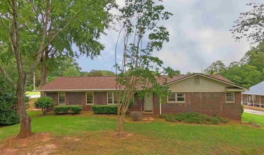 Picture 1 of 301 Hickory Lane